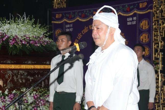 Lý Hùng nghẹn ngào nói lời tri ân trước giờ đưa NSND Lý Huỳnh về nơi an nghỉ cuối cùng ảnh 13