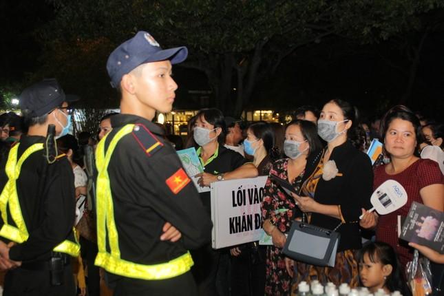Người dân Vũng Tàu đến với đêm thi Người đẹp Thời trang Hoa hậu Việt Nam 2020 ảnh 5