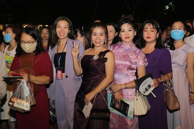Người dân Vũng Tàu đến với đêm thi Người đẹp Thời trang Hoa hậu Việt Nam 2020 ảnh 4