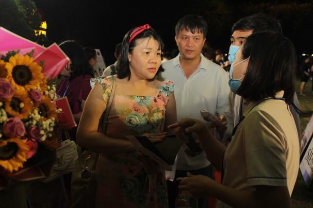 Người dân Vũng Tàu đến với đêm thi Người đẹp Thời trang Hoa hậu Việt Nam 2020 ảnh 3