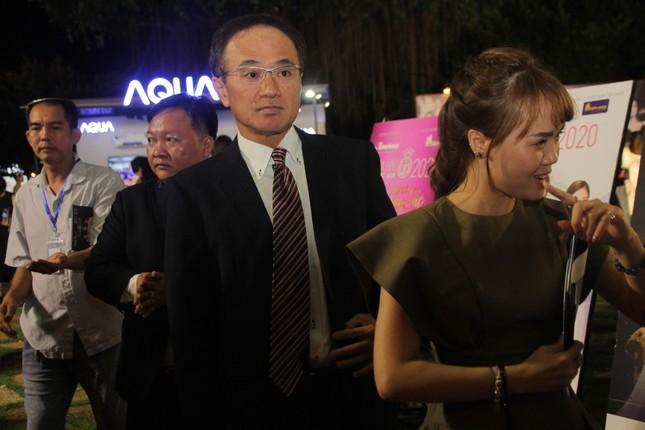 Người dân Vũng Tàu đến với đêm thi Người đẹp Thời trang Hoa hậu Việt Nam 2020 ảnh 8