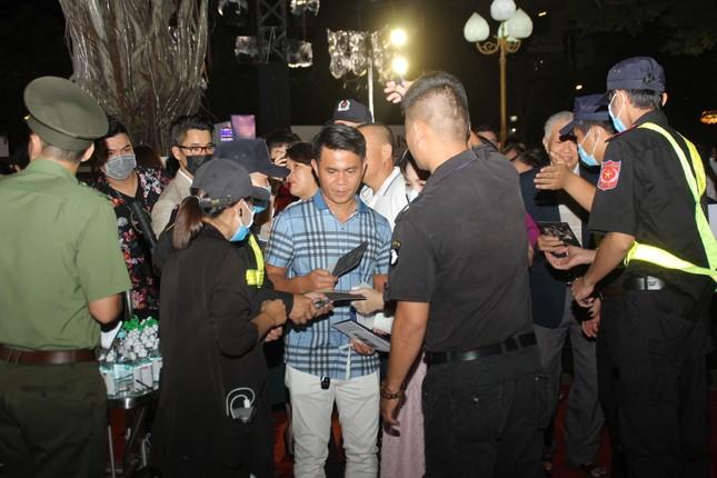 Người dân Vũng Tàu đến với đêm thi Người đẹp Thời trang Hoa hậu Việt Nam 2020 ảnh 6