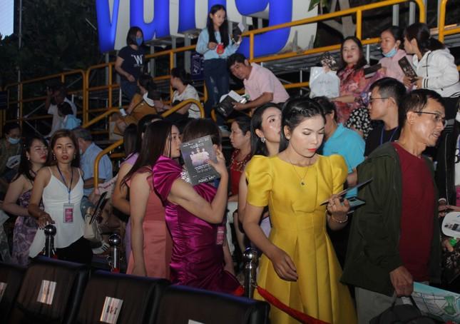 Người dân Vũng Tàu đến với đêm thi Người đẹp Thời trang Hoa hậu Việt Nam 2020 ảnh 11
