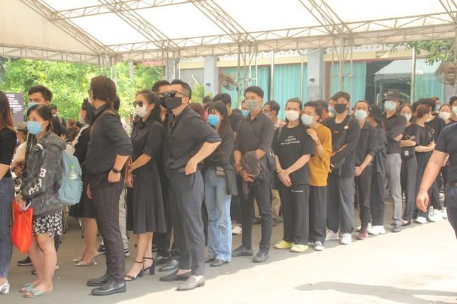 Việt Hương đeo khăn tang chia sẻ thông tin mới nhất quanh tang lễ nghệ sỹ Chí Tài ảnh 3