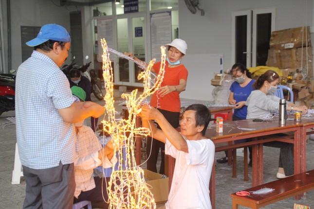 Xóm đạo Sài Gòn trang hoàng lung linh đón Giáng sinh ảnh 17