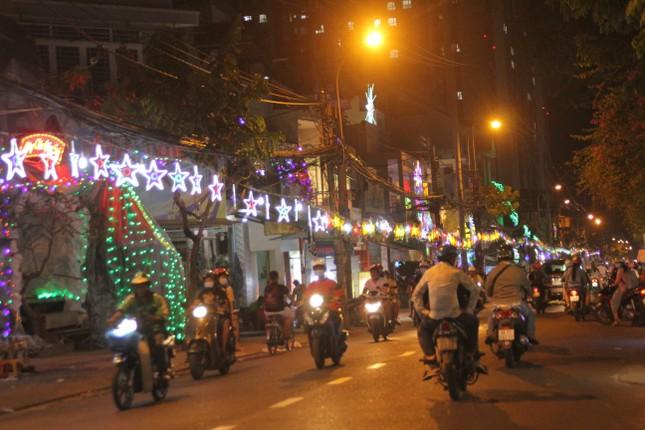 Xóm đạo Sài Gòn trang hoàng lung linh đón Giáng sinh ảnh 2