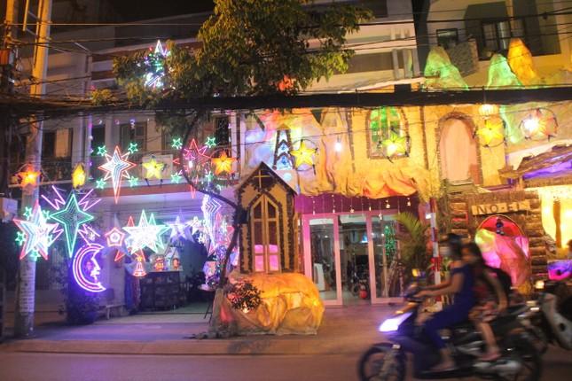 Xóm đạo Sài Gòn trang hoàng lung linh đón Giáng sinh ảnh 1
