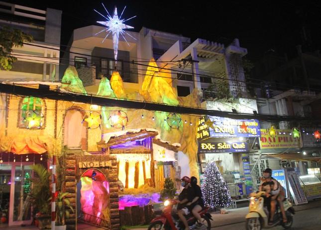 Xóm đạo Sài Gòn trang hoàng lung linh đón Giáng sinh ảnh 3