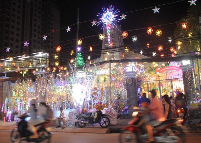 Xóm đạo Sài Gòn trang hoàng lung linh đón Giáng sinh ảnh 11