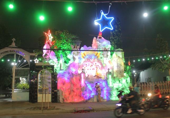 Xóm đạo Sài Gòn trang hoàng lung linh đón Giáng sinh ảnh 13