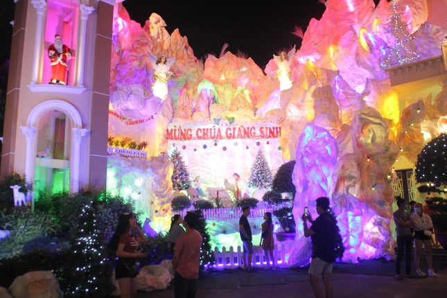 Xóm đạo Sài Gòn trang hoàng lung linh đón Giáng sinh ảnh 7