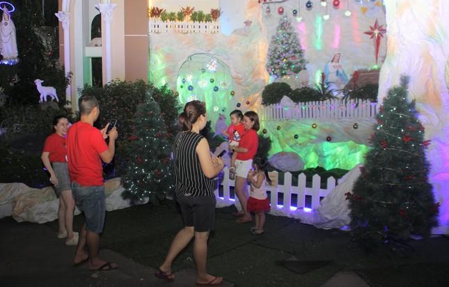 Xóm đạo Sài Gòn trang hoàng lung linh đón Giáng sinh ảnh 9