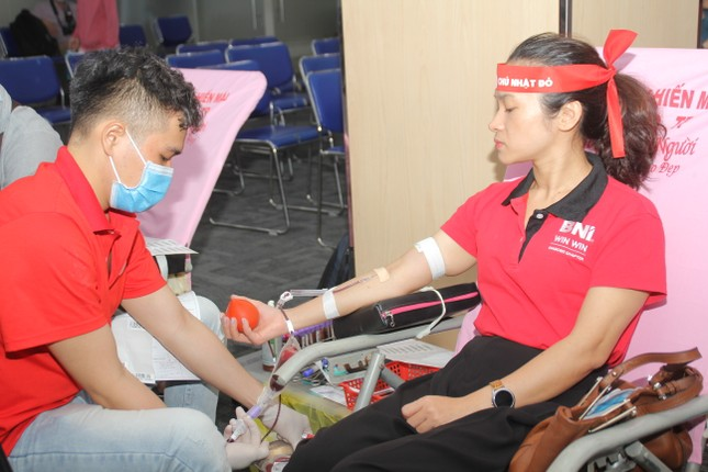 Sôi nổi ngày hội hiến máu Chủ nhật Đỏ 2021 tại TPHCM ảnh 7