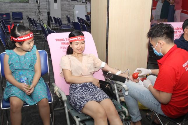 Sôi nổi ngày hội hiến máu Chủ nhật Đỏ 2021 tại TPHCM ảnh 10