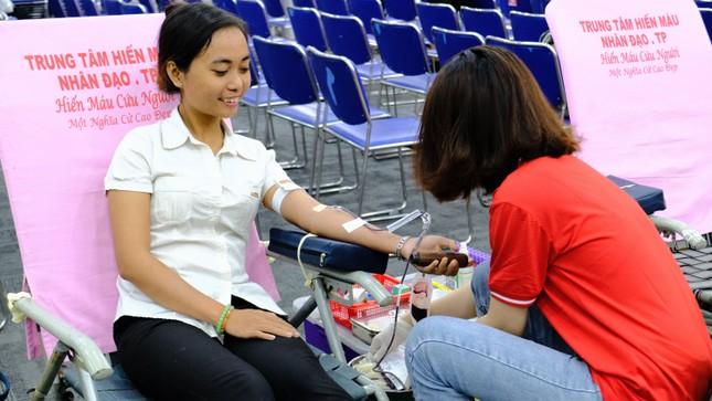 Sôi nổi ngày hội hiến máu Chủ nhật Đỏ 2021 tại TPHCM ảnh 8