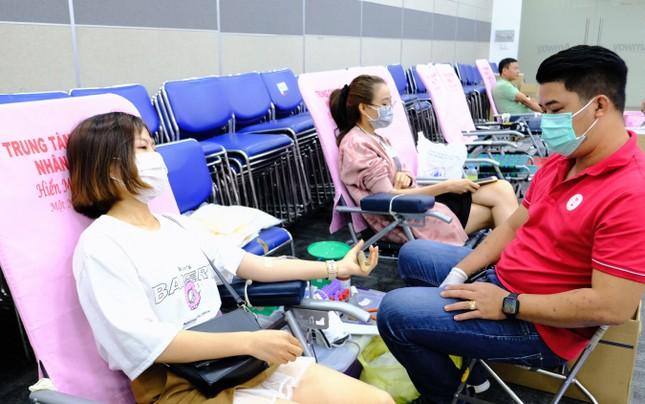 Sôi nổi ngày hội hiến máu Chủ nhật Đỏ 2021 tại TPHCM ảnh 11