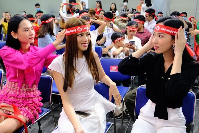 Dàn Á hậu, người đẹp HHVN khuấy động Chủ nhật Đỏ tại TPHCM ảnh 2