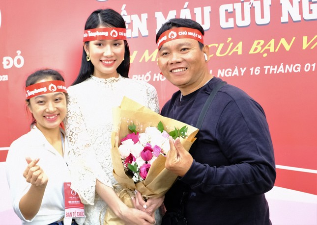 Dàn Á hậu, người đẹp HHVN khuấy động Chủ nhật Đỏ tại TPHCM ảnh 5