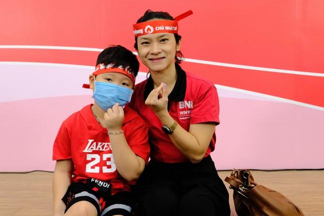 Dàn Á hậu, người đẹp HHVN khuấy động Chủ nhật Đỏ tại TPHCM ảnh 9