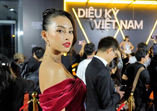 Top 3 HHVN 2020 và dàn người đẹp khoe sắc trên thảm đỏ WeChoice 2020 ảnh 3