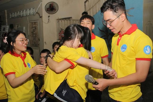 Chiến sĩ 'Xuân tình nguyện' tặng bánh chưng cho người nghèo dịp Tết đến xuân về ảnh 8