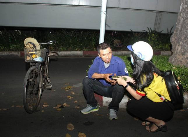 Chiến sĩ 'Xuân tình nguyện' tặng bánh chưng cho người nghèo dịp Tết đến xuân về ảnh 6