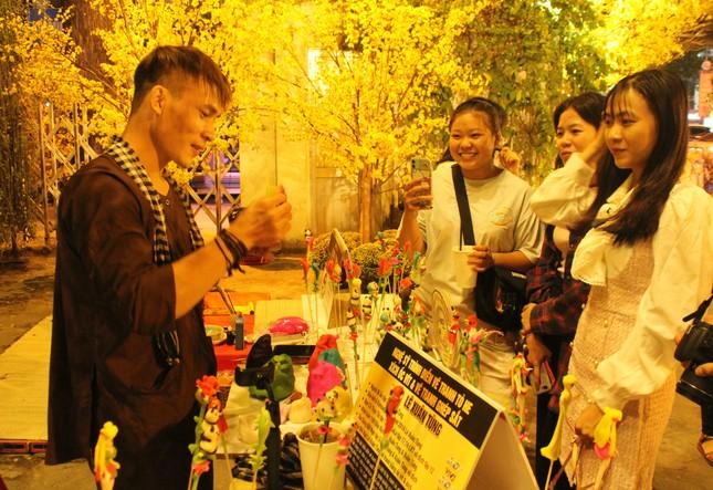 Đàm Vĩnh Hưng cùng dàn nghệ sĩ rộn ràng đón xuân ở phố hoa mai giữa lòng Sài thành ảnh 12