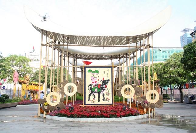 Đường hoa Nguyễn Huệ mở cửa đón khách từ sáng 10/2, yêu cầu không bỏ khẩu trang chụp hình, selfie ảnh 11