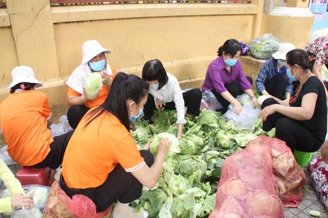 Người dân TPHCM hào hứng 'giải cứu' nông sản Hải Dương ảnh 14