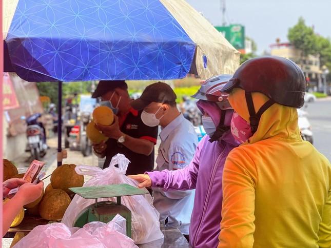 Người dân TPHCM hào hứng 'giải cứu' nông sản Hải Dương ảnh 20