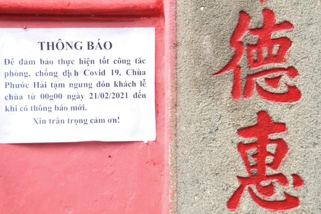 Người dân TPHCM vái vọng ngoài cổng chùa ngày rằm tháng Giêng ảnh 1