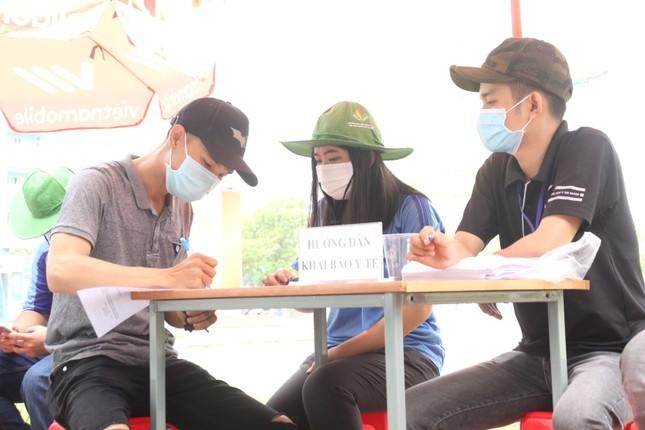 Sinh viên khai báo y tế online, quét thân nhiệt tự động trước khi vào ký túc xá ĐHQG TPHCM ảnh 3