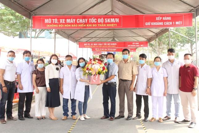 Sinh viên khai báo y tế online, quét thân nhiệt tự động trước khi vào ký túc xá ĐHQG TPHCM ảnh 6