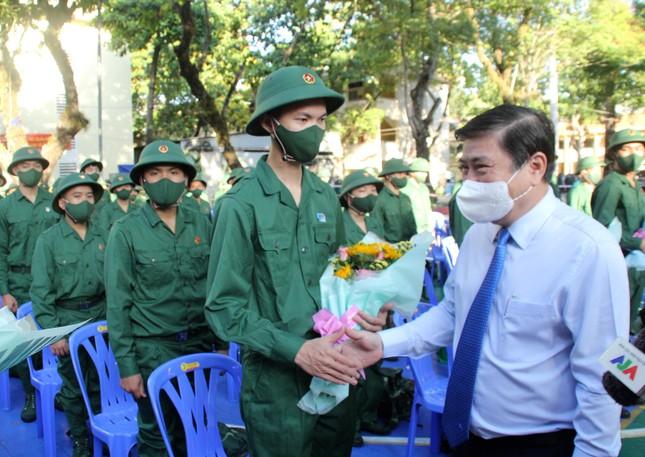 Gần 5.000 tân binh TPHCM, thanh niên ĐBSCL hăng hái lên đường bảo vệ Tổ quốc ảnh 10