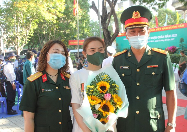 Gần 5.000 tân binh TPHCM, thanh niên ĐBSCL hăng hái lên đường bảo vệ Tổ quốc ảnh 11
