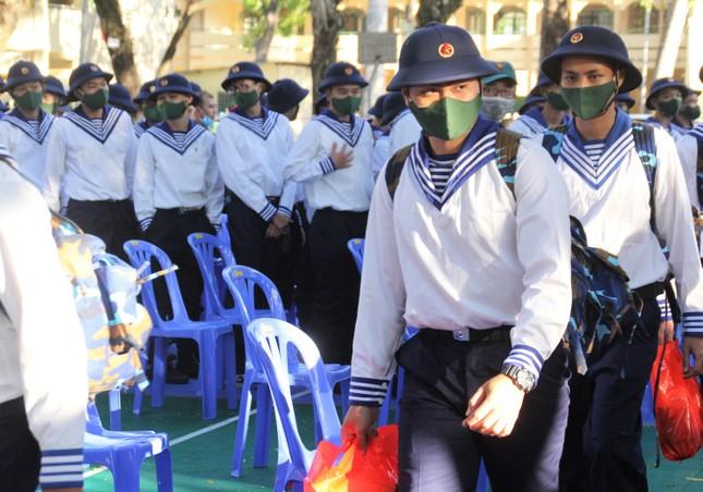 Gần 5.000 tân binh TPHCM, thanh niên ĐBSCL hăng hái lên đường bảo vệ Tổ quốc ảnh 13