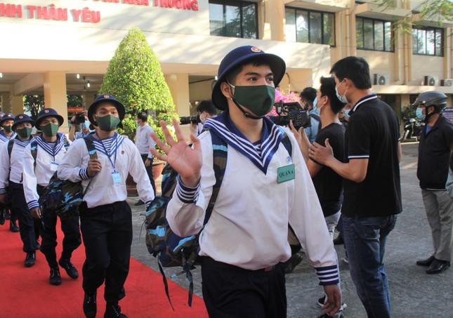 Gần 5.000 tân binh TPHCM, thanh niên ĐBSCL hăng hái lên đường bảo vệ Tổ quốc ảnh 15