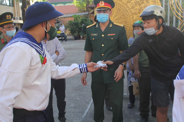 Gần 5.000 tân binh TPHCM, thanh niên ĐBSCL hăng hái lên đường bảo vệ Tổ quốc ảnh 20