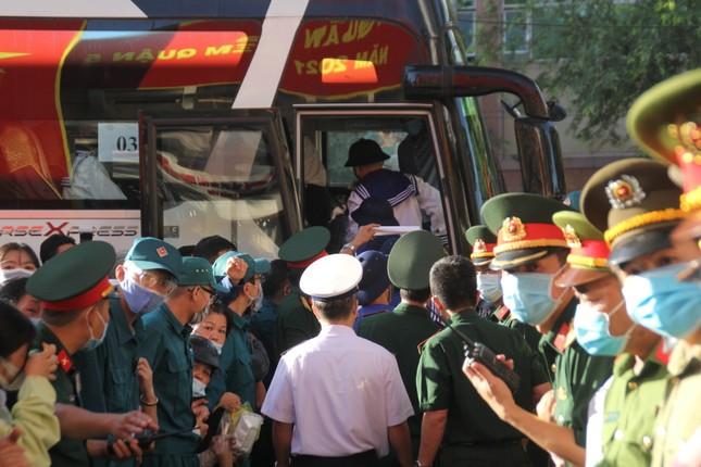 Gần 5.000 tân binh TPHCM, thanh niên ĐBSCL hăng hái lên đường bảo vệ Tổ quốc ảnh 24