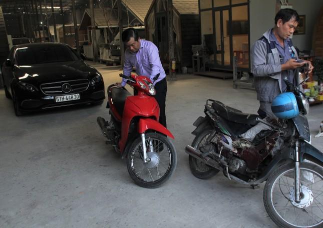 Người đàn ông được chủ xe Mercedes tặng xe: 'Món quà giúp con tôi đi học đỡ mặc cảm' ảnh 3