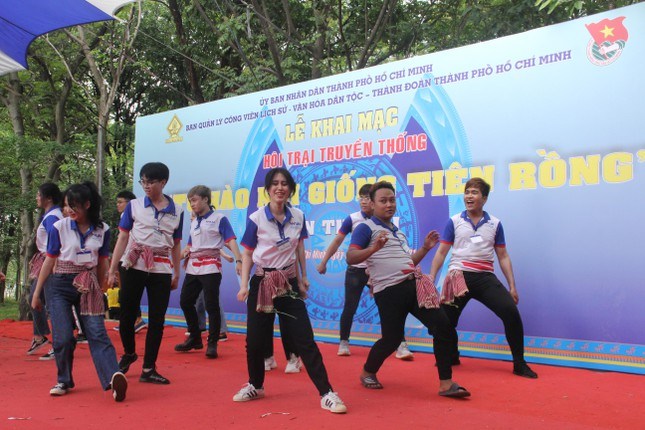 Bạn trẻ TPHCM sôi nổi trải nghiệm tại Hội trại 'Tự hào nòi giống Tiên Rồng' năm 2021 ảnh 5
