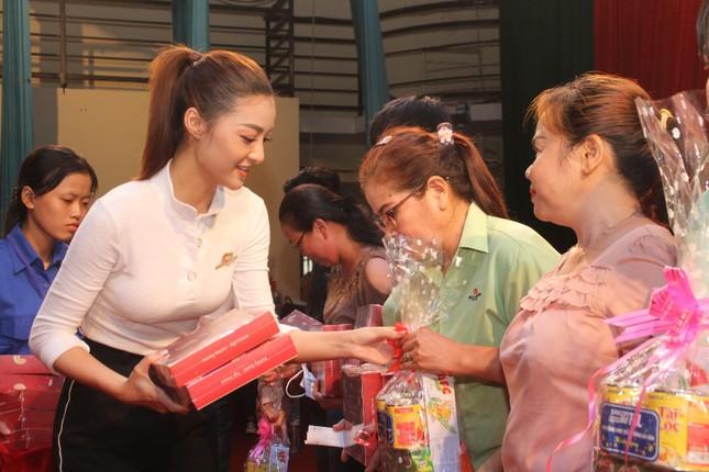 Hoa hậu Đỗ Thị Hà, Trần Tiểu Vy về Long An tặng học bổng, hỗ trợ khám bệnh cho người dân ảnh 9