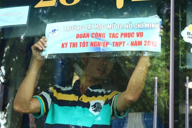 Hàng nghìn giảng viên Sài Gòn háo hức đi tỉnh coi thi THPT Quốc gia ảnh 1