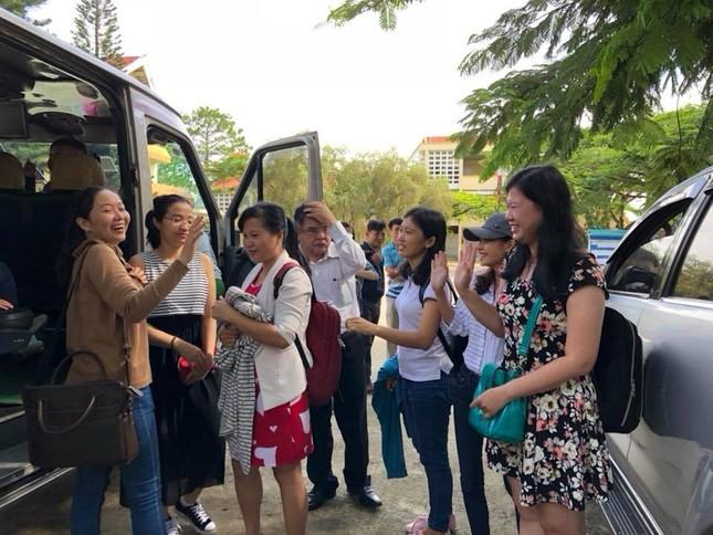 Hàng nghìn giảng viên Sài Gòn háo hức đi tỉnh coi thi THPT Quốc gia ảnh 6