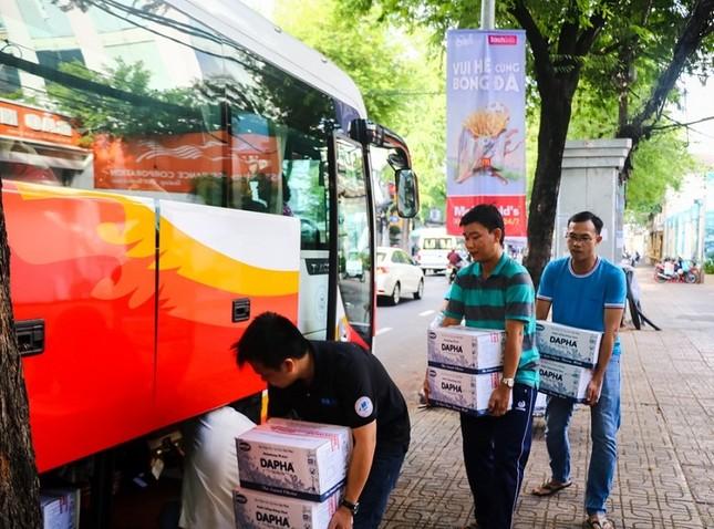 Hàng nghìn giảng viên Sài Gòn háo hức đi tỉnh coi thi THPT Quốc gia ảnh 2