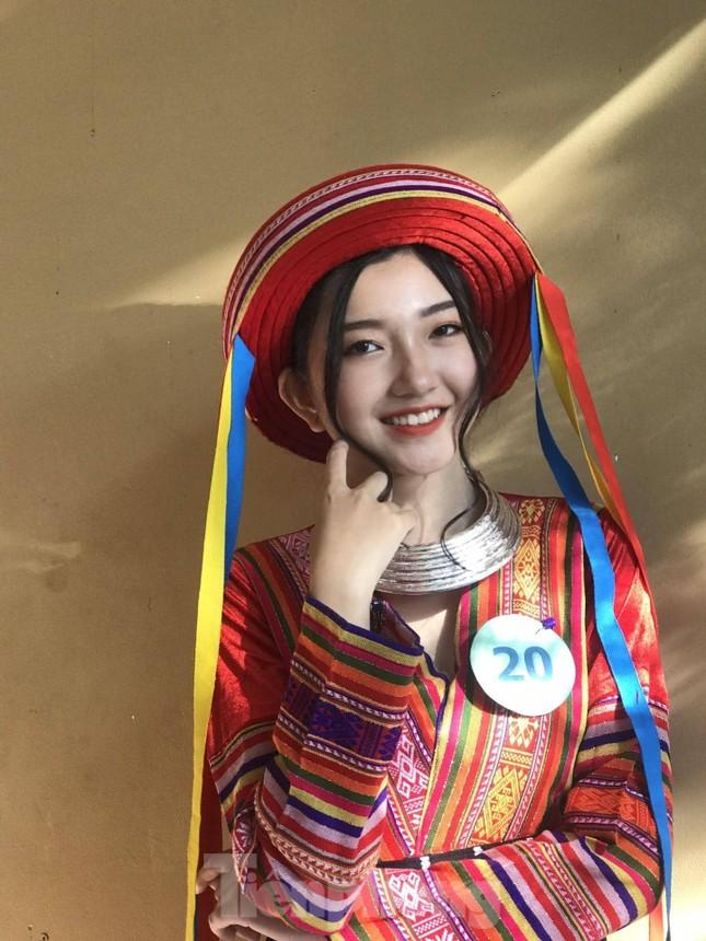 Nhan sắc trong trẻo của Hoa khôi 18 tuổi Thiên Nhi ảnh 1
