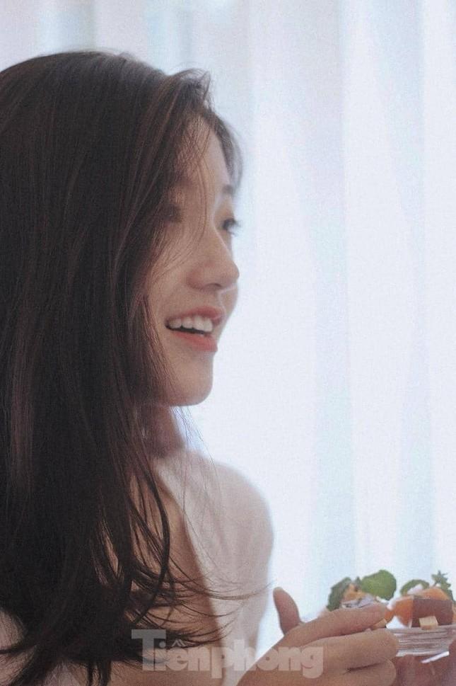 Nhan sắc trong trẻo của Hoa khôi 18 tuổi Thiên Nhi ảnh 4