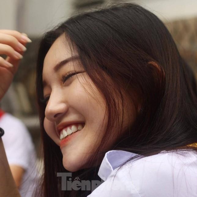 Nhan sắc trong trẻo của Hoa khôi 18 tuổi Thiên Nhi ảnh 3