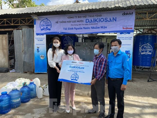 Trao tặng 13 hệ thống lọc nước nhiễm mặn cho Đồng bằng sông Cửu Long ảnh 3
