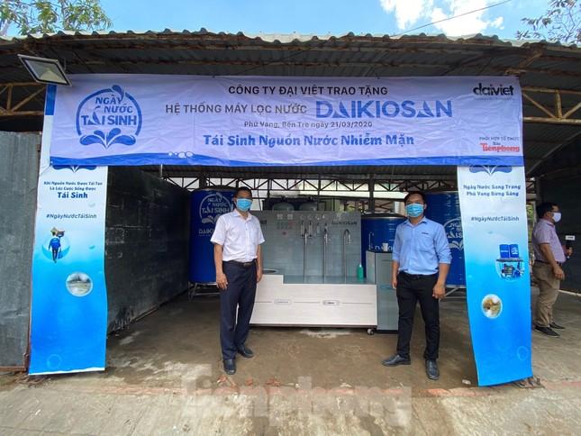 Trao tặng 13 hệ thống lọc nước nhiễm mặn cho Đồng bằng sông Cửu Long ảnh 1